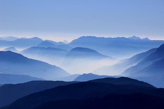 mountains-863474_640